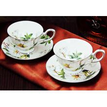 Красивые керамические чашки кофе