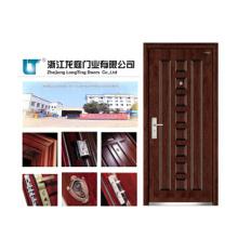 Puerta blindada de madera clásica para el interior
