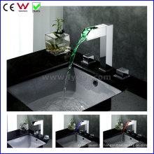 Chine Robinet de bassin en laiton à double poignée de haute qualité (FD15110F)