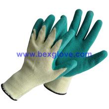 Зеленые перчатки из латекса