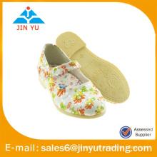 Plattform Mädchen Schuh mit stilvollen Blumen