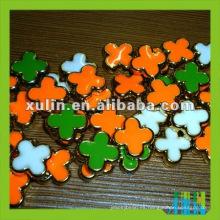 perlas sueltas de resina de calidad con forma de flor