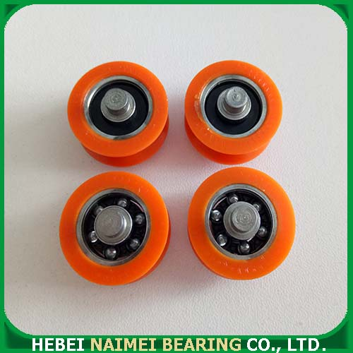 U-grooved roller with bearing