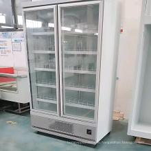 дисплей стеклянной двери холодильника супермаркета