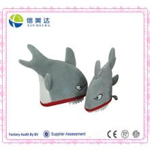 Chapeau drôle de fête en peluche en forme de requin