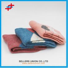 Prix d'usine de haute qualité jolies chaussettes terry / chaussettes chaudes en laine de terry chaud
