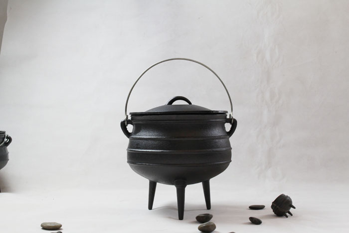 Cast Iron Potjie Pot with Three Legs