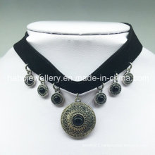 Luxury Black Velvet Pendant Choker Necklace (XJW13684)