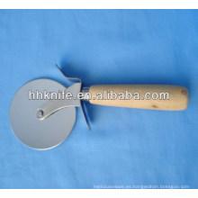 Cortador de pizza de acero inoxidable con mango de madera