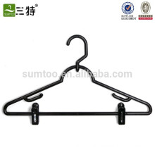 outdoor plastic hanger with movable clips
