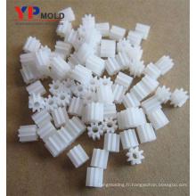 Petit moule en plastique adapté aux besoins du client de haute précision pour la conception de vente / moulage par injection