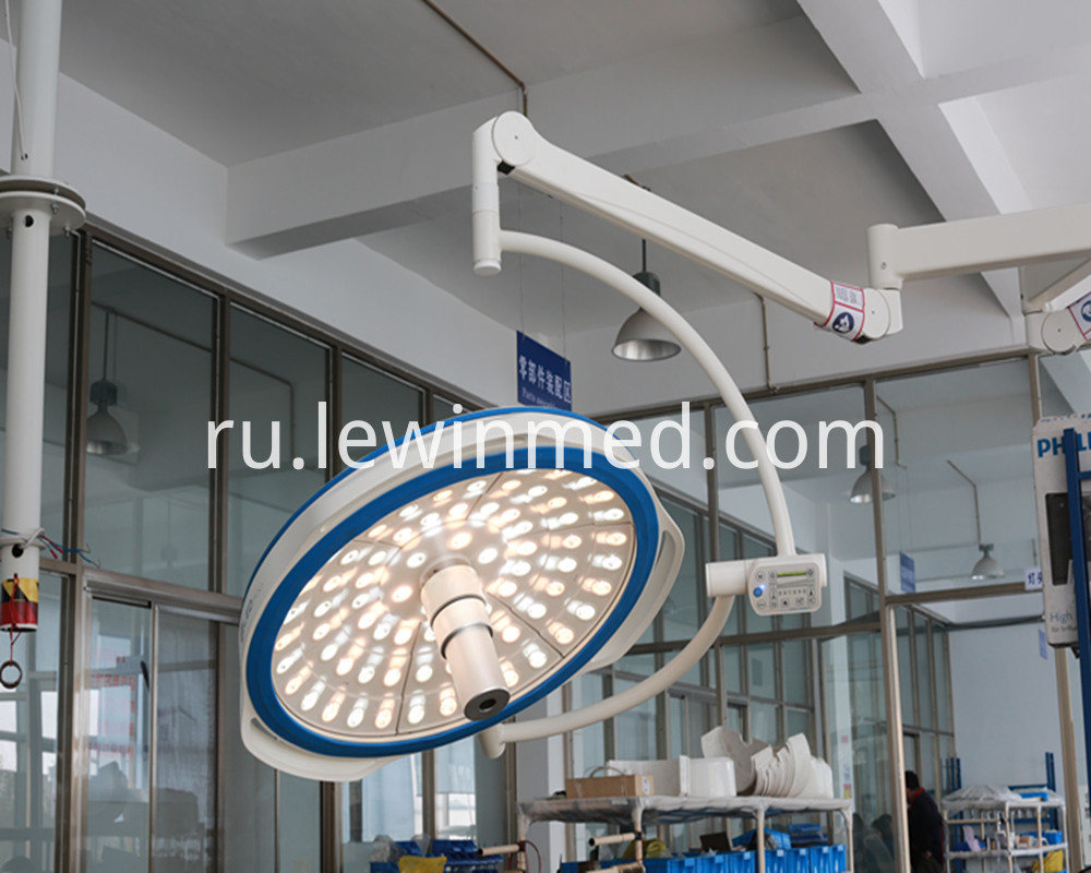 Cold light surgery lamp with camera