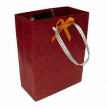 Fashionable Paper Bag with Plastic Handle, Customized Sizes, Colors and Logos are Accepted