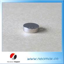 Маленький тонкий круглый магнит