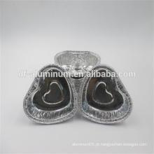 Copos descartáveis de guloseimas pequenas em forma de coração