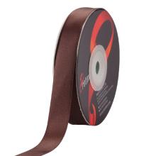 Fita do cetim da cor do chocolate usada para a embalagem do presente