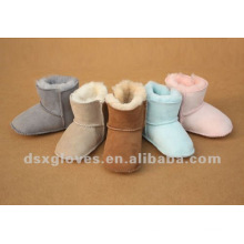 Zapatos del invierno de la zalea del bebé