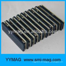 Plástico barato com ímã magnético nome crachá / tira de aço