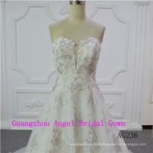 Vestido de noiva sexy e de uma linha de moda