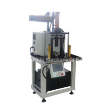 Machine de pressage à armature automatique pour arbre de fermeture et commutateur