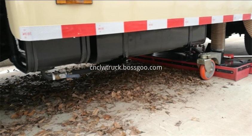road sweep truck clean leaves 2