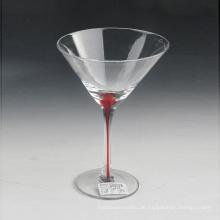 Mundgeblasenes Glas mit roter Farbe