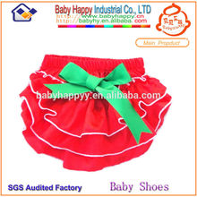 Hot selling lovely ruffles baby bloomers