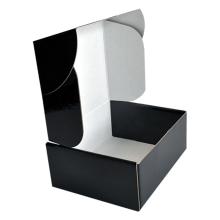 Kleine weiße Wellpappe-Versandbox aus Kraftpapier