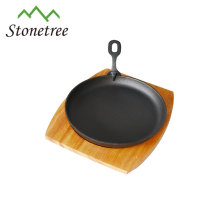 cast iron pizza pan /sizzling pan wooden tray