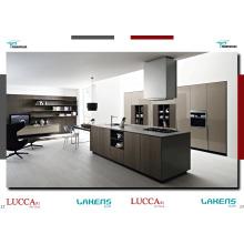Gabinete de cozinha de design simples e acessível com armários de panelas e ilha
