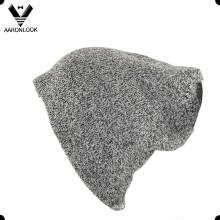 Зимняя спортивная шапочка