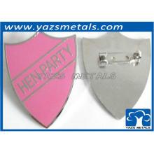 Emblema rosa em forma de coração para festa