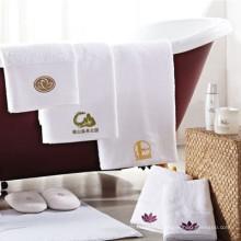 serviette de coton blanc brodé logo premium