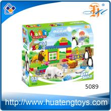 Los niños populares de la educación del cabrito que aprenden los juguetes de los bloques huecos