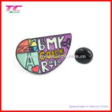 Mehrfarben-Emaille-Metall-Emblem in besonderer Form