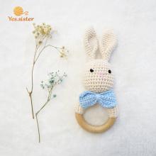 Chocalho de coelho de chocalho de madeira bebê mordedor