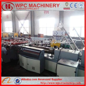 Machine de fabrication de panneaux WPC / Panneau en bois en plastique composite en plastique WPC, machine de fabrication de panneaux de construction