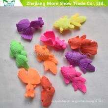 Educação mágica de plástico crescer em brinquedos de peixes de água