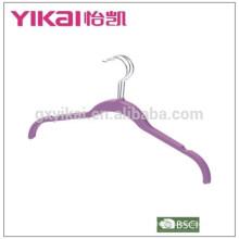 Guangdong bien conocida de laca de goma colgador de ropa