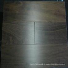 Revestimento de madeira de nogueira projetado