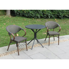 Mesas de jardim simples e de jardim simples para restaurantes e duas cadeiras de pilha para o café House Patio Deck