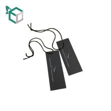 Los zapatos de impresión de diseño de logotipo de papel negro cuelgan la etiqueta