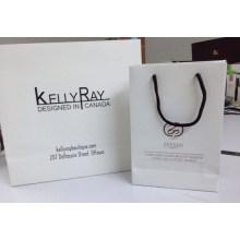Personnaliser le sac-cadeau en papier pour les vêtements et l'artisanat