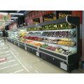 handelsüblicher Kühler mit frischem Obst