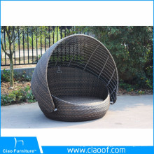 French Classical Round Wicker Daybed