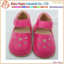 Новые дизайны горячей продажи детей резиновые скрипучие туфли
