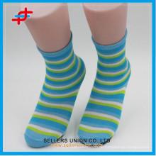 Polyester Kinderstreifen Socke, benutzerdefinierte Verpackung von Socke, farbige Kleider Socken