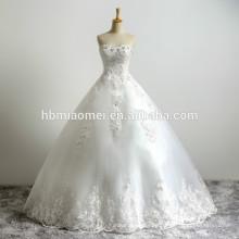 El último diseño de la novia hermosa tela de encaje blanco apliques rebordear palabra de longitud sin tirantes de tul de Puffy vestido de bola del vestido de boda
