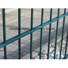 Valla de alambre doble usada para esgrima de la casa
