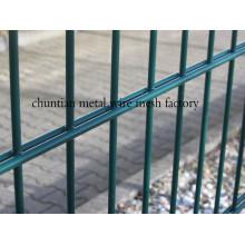 Cerca de arame duplo usado para cercas de casa